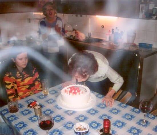 Siunaus valokuvassa syntymäpäiväjuhlilla