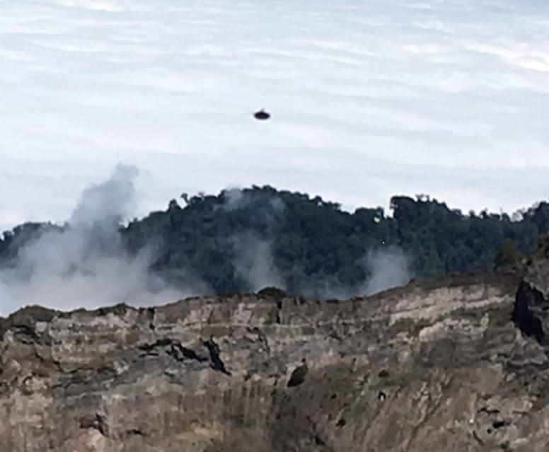 UFO Irazu-tulivuoren yläpuolella Costa Ricassa helmikuussa 2016