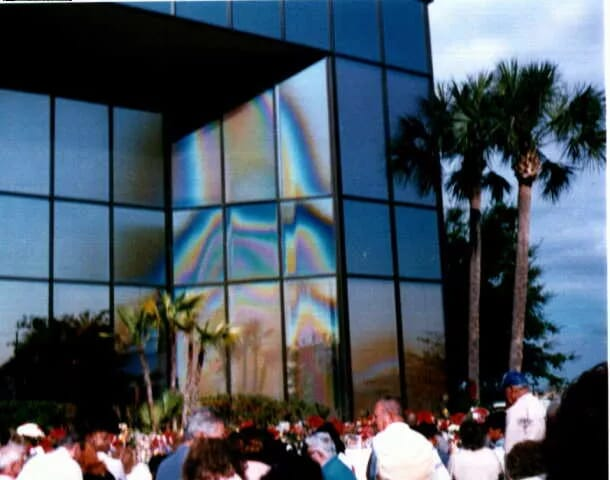 Kuvassa Neitsyt Maria pankkirakennuksessa Clearwaterissa, Floridassa, USA:ssa